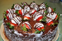 Chocolate-strawberries-cake