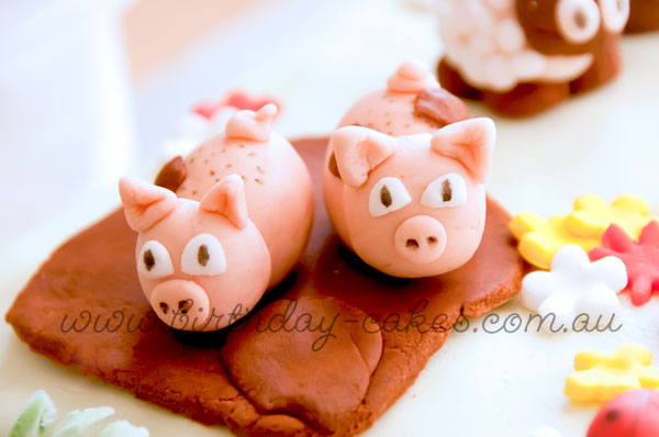 fondant pigs cake decorations