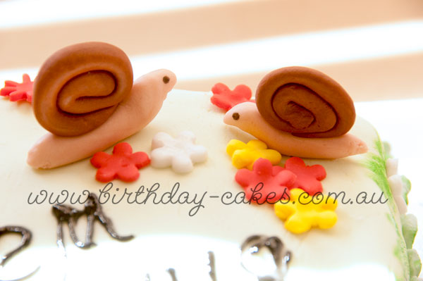 fondant snails cake decorations