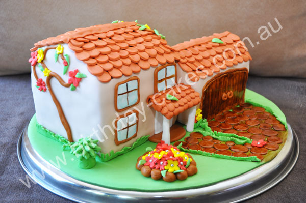 novelty house cake