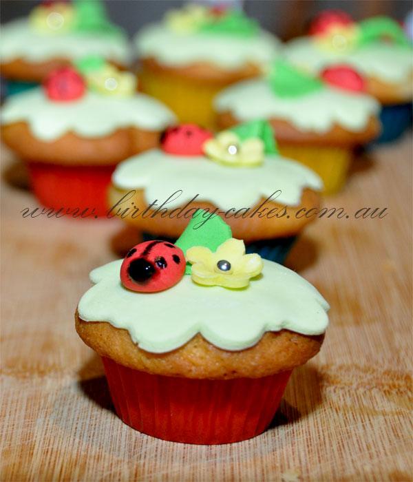 how to make easy ladybug cupcakes